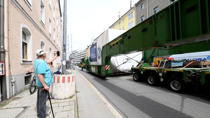 Turbinentransport der SWM durch München.
