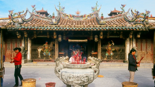 Quanzhou was established in 718 during the Tang Dynasty (618 907). In those days, Guangzhou was China s greatest seaport