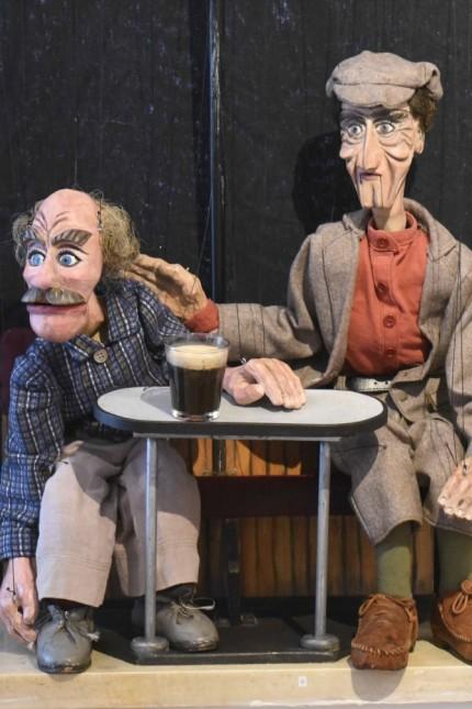 Ausstellung in der Altstadt: Die Puppenspieler haben ihre Helden für die Besucher in Pose gesetzt.