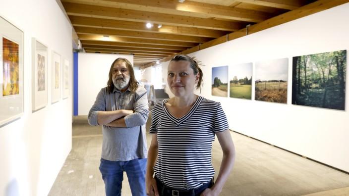 Neue Ausstellung in Freising: Valerie Leray und Alfred Ullrich zeigen im Künstlerhaus im Schafhof ihre Perspektiven auf die Geschichte der Sinti und Roma.