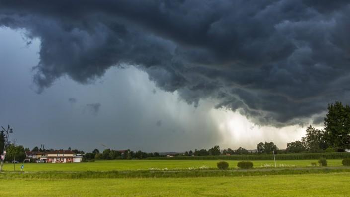 ID 353 Schon wieder Hochwasseralarm in Südbayern. Schwere Gewitter und Unwetter zogen über den Landkreis Miesbach hinweg