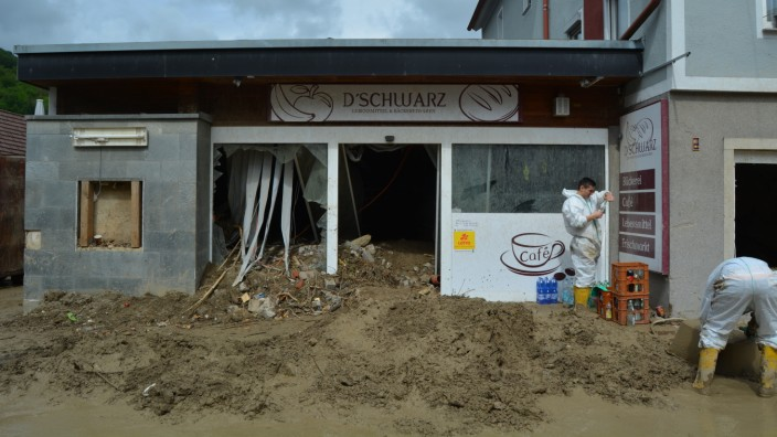 Hochwasser: Meterhoch türmte sich der Schlamm in Katja Schwarz' Laden in Braunsbach.