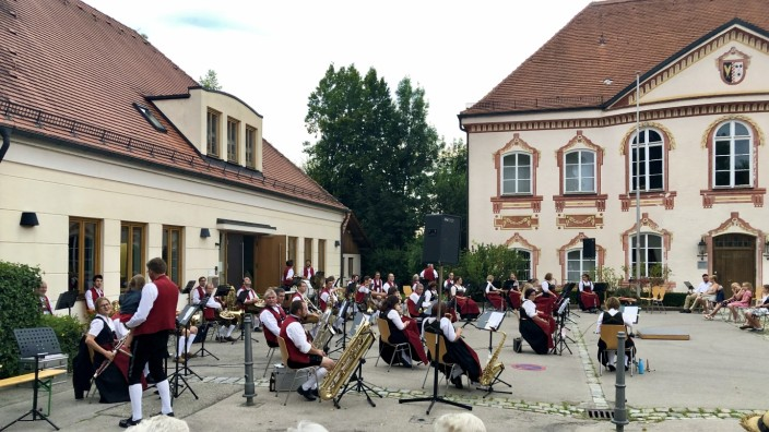 Türkenfeld Schlosshof-Serenade des Musikvereins Türkenfeld