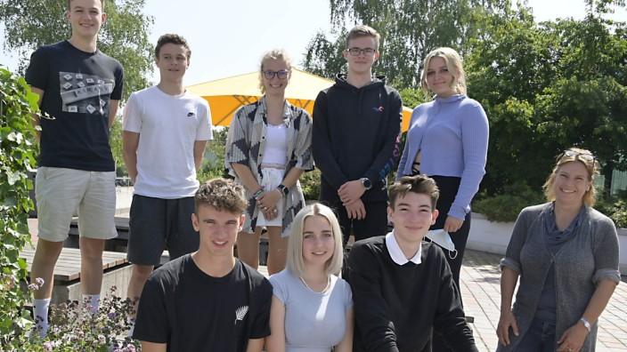Schulprojekt: Freuen sich auf die Bergtour: Die Schülerinnen und Schüler des P-Seminars sowie Lehrerin Christiane Wagner-Klein (rechts).