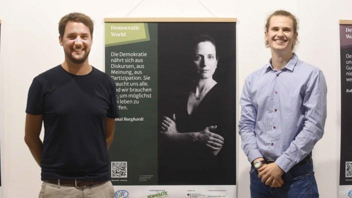 Ausstellung des KJR: Stephan Batteiger (links) und Wolfgang Henneberger vom Kreisjugendring haben das Projekt gemeinsam entwickelt.