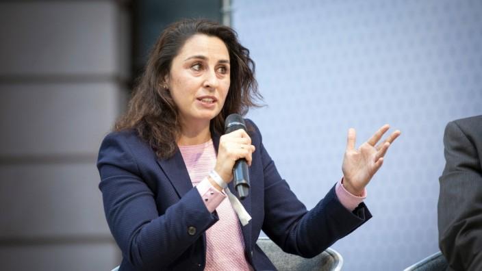Seda Basay-Yildiz, Rechtsanwaeltin und Fachanwaeltin fuer Strafrecht in Frankfurt, aufgenommen im Rahmen der Rechtsextr