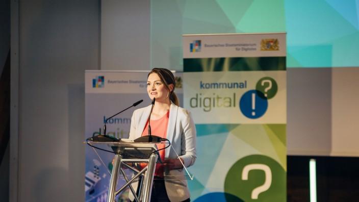 Digitalisierung: Bis Ende 2022 müssen Bund, Länder und Kommunen Verwaltungsleistungen auch digital anbieten. Ministerin Judith Gerlach will dabei Tempo machen.