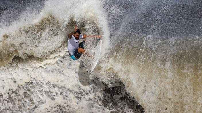 Brazil s Italo Ferreira in action during the men s finals of surfing at the Tokyo 2020 Olympic Games, Olympische Spiele