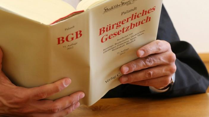 Symbolbild Gerichtsverhandlung in Deutschland mit BGB (Bürgerliches Gesetzbuch) *** Symbol picture court hearing in Ger