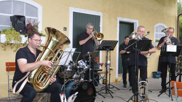 """""""Sonntagsmusi"""" in Hallbergmoos: Die Liebe zur guten Blechblasmusik prägt den Sound des """"Golden Brass Ensembles"""". Am kommenden Sonntag ist die Formation beim """"Alten Wirt"""" in Hallbergmoos zu Gast."""