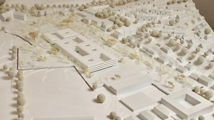 Ein Sieger ist gefunden: Dies ist der Siegerentwurf für das neue berufliche Schulzentrum in Freising von Süden her betrachtet.
