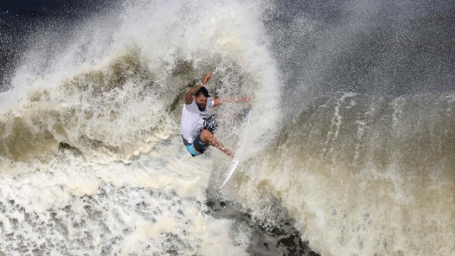 Olympia in Bildern: Surf-Olympiasieger Italo Ferreira aus Brasilien.