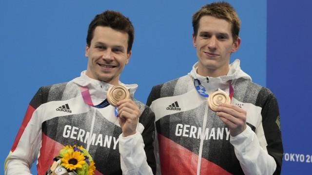 Wasserspringen: Patrick Hausding (links) und Lars Rüdiger hatten 15 Punkte Rückstand auf Rang drei vor dem finalen Durchgang, das ist sehr viel. Doch dann patzten andere und die beiden Deutschen glänzten. Am Ende durften sie Bronze entgegennehmen.