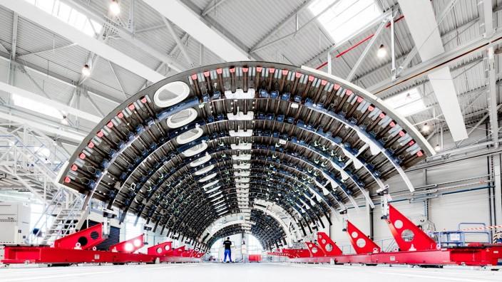 Premium Aerotec: Bei Airbus glaubt man, Teile des hauseigenen Zulieferers Premium Aerotec hätten außerhalb des Konzerns bessere Zukunftschancen.