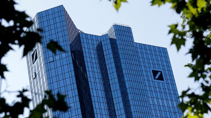 FILE PHOTO: FILE PHOTO: Germany's Deutsche Bank headquarters are pictured in Frankfurt