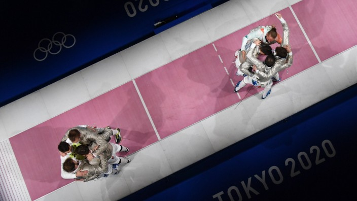 (210728) -- TOKYO, July 28, 2021 -- Team Hungary (R) and Team Germany react after the fencing men s sabre team bronze me; Olympia