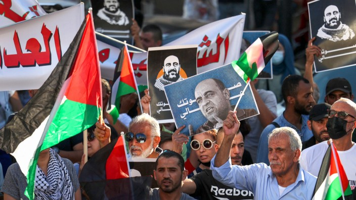 Palästinenser-Gebiete: Mutig wie selten zuvor: Demonstranten in Ramallah.