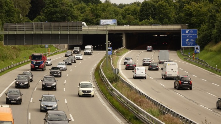 Gräfelfing: Ein Minus von sechs bis 15 Dezibel soll die Sanierung für Anwohner der Maria-Eich-Straße bringen, die über die Autobahn führt.