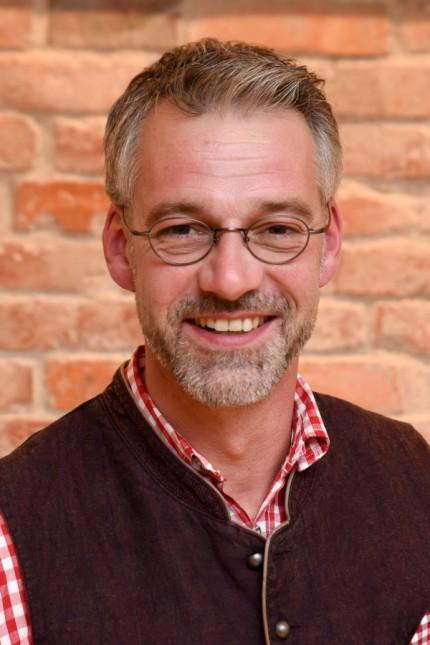 Politik in Bad Tölz: Als Nachfolger für Cetin wurde Michael Ernst vereidigt, der 2020 als Bürgermeisterkandidat kandidiert hatte.