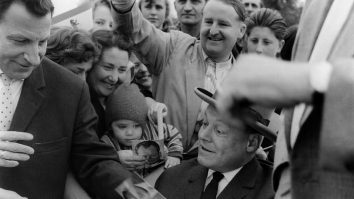 Willy Brandt auf Wahlkampfreise durch Deutschland