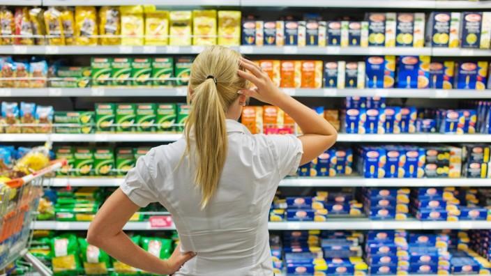 Auswahl in einem Supermarkt BLWX023397 Copyright: xblickwinkel/McPhotox/ErwinxWodickax