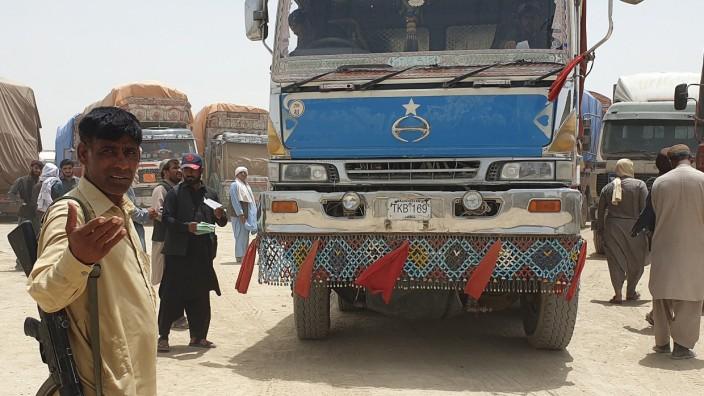Kampf gegen Taliban: Seit die Taliban die Kontrolle über die Grenzregion zu Pakistan übernommen haben, ist der Grenzübergang Chaman wieder offen. Dort werden hohe Zölle kassiert.