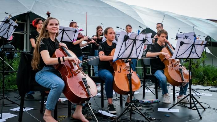 PUCHHEIM: Bluestrings Open Air Sommerkonzert