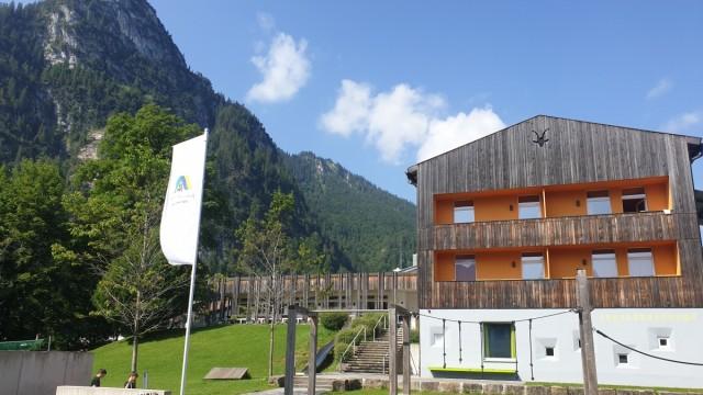 Jugendherbergen: Daniel Eisfelds Herberge in Oberammergau hat 142 Betten, eine Indoor-Kletterwand und reichlich andere Zerstreuung.