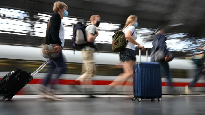 Ferienbeginn - Reiseverkehr Hauptbahnhof Frankfurt am Main