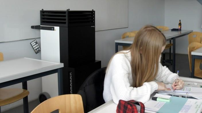 Dorfen kauft Luftfilter: In den staatlichen Schulen im Landkreis, wie hier im Korbinian-Aigner-Gymnasium, gibt es schon seit Monaten Luftfiltergeräte.
