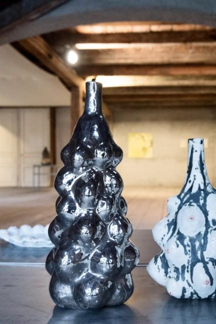 Ausstellung: Die Bubble- und die Busenvase sind Arbeiten von Ute Beck und Susanne Mansen.