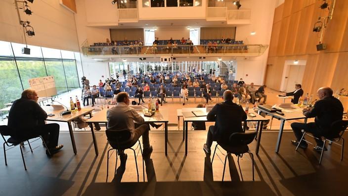 Big Wings: Unüberbrückbar sind die Standpunkte in der Diskussion um die geplante Erweiterung des Chemiewerks an der Isar.