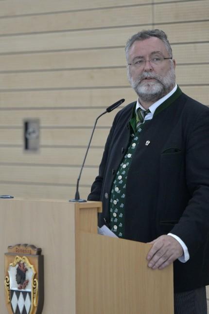 Ismaning: Bürgermeister Alexander Greulich bei seinem Rechenschaftsbericht.
