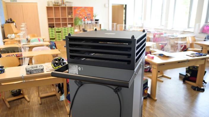 Schulen und Pandemie: In den beiden Grundschulen von Neubiberg sind Luftfilter bereits das ganze Jahr im Einsatz, andere Gemeinden zögern dagegen mit der Anschaffung.