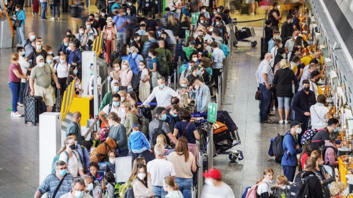 Urlaub und Reise: Flughafen Frankfurt während der Corona-Pandemie
