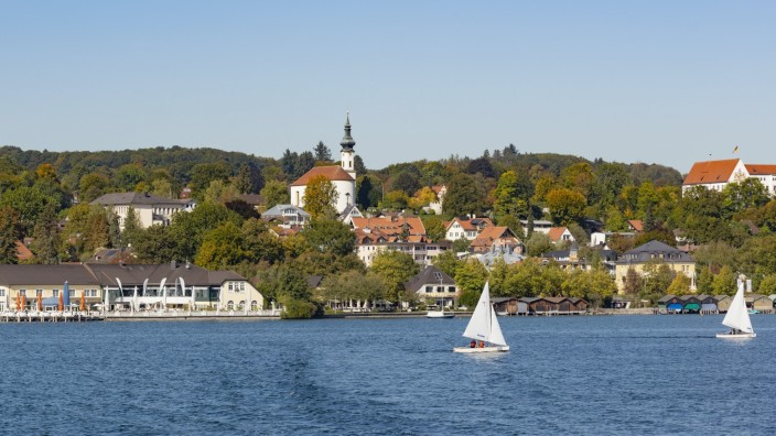 Starnberg mit Kirche St. Josef, Starnberger See, Fünfseenland, Oberbayern, Bayern, Deutschland, Europa *** Starnberg wit