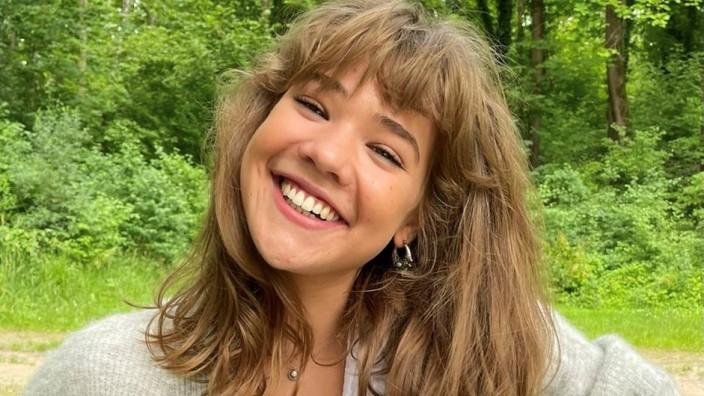 """Band der Woche: Sophie Romain singt über gebrochene Herzen, über unausgesprochene Worte und Narben, die bleiben. Doch warum? Kommt von Schmerz auch immer die bessere Musik? """"Ich glaube schon"""", sagt sie"""