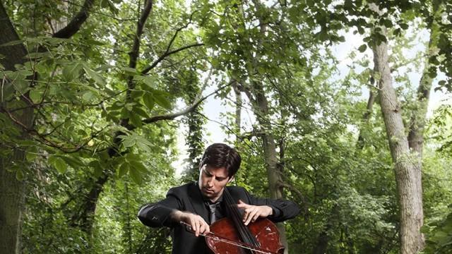 Isarphilharmonie: In der Waldeinsamkeit: Daniel Müller-Schott mit seinem Ex-Shapiro-Cello aus dem Jahr 1727.