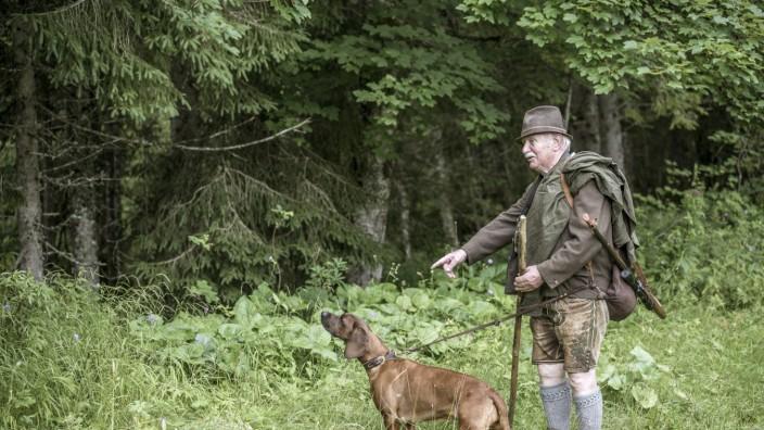 Naturschutz in Bayern: Konrad Esterl in seinem Jagdgebiet am Schliersee.