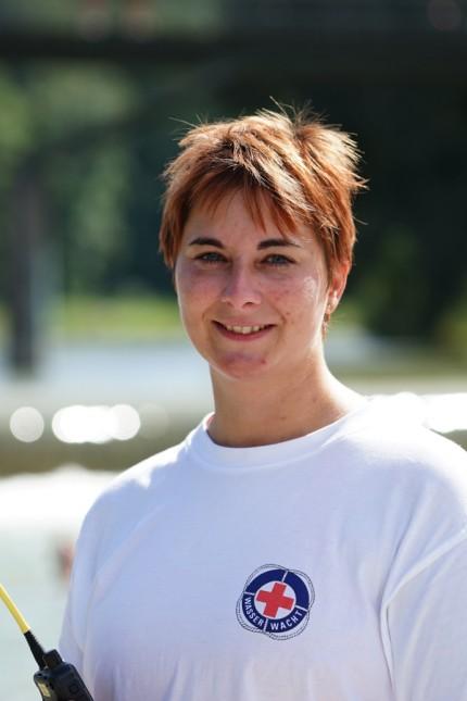 Schwimmunterricht in den Ferien: Daniela Haupt von der Wasserwacht München.