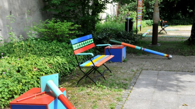 Starnberg: SBH Renate Hofer Hofer steht vor den zerstörten Kunstwerken