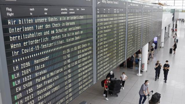 Ferienbeginn am Flughafen: Wieder mal eine volle Anzeigetafel: Am Samstag starten 561 Flüge in München