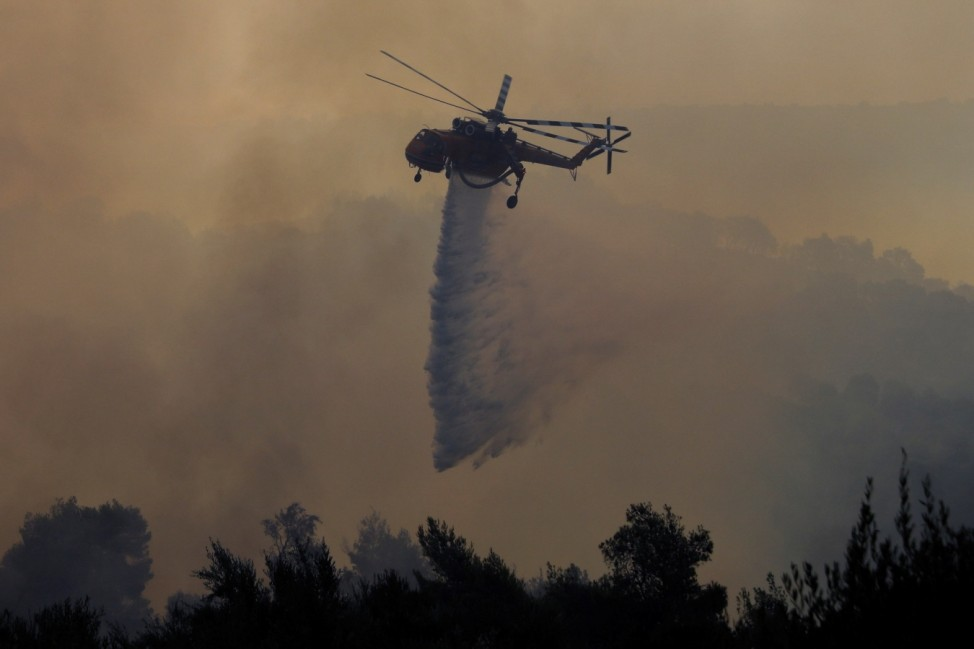 Wildfire erupts in western Greece