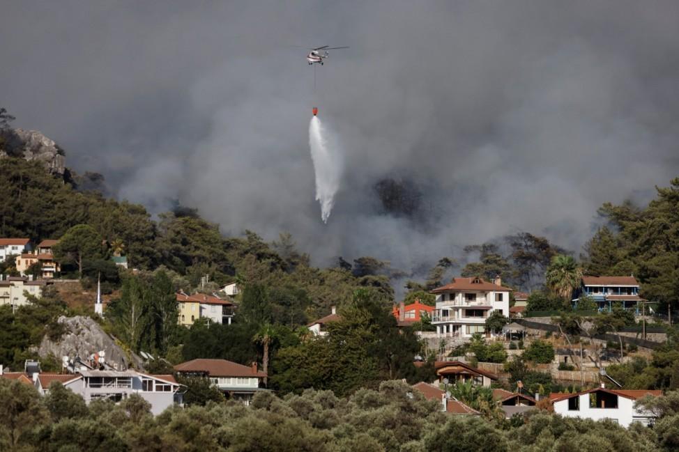 Huge wildfire rages in Aegean resort town of Marmaris
