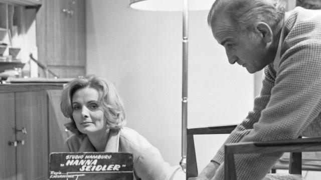 Die deutsche Schauspielerin Ruth Maria Kubitschek als Sozialarbeiterin Hanna Seidler in der NDR Fern