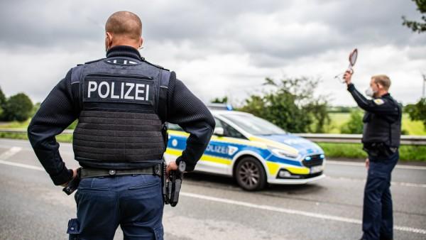 Einreise nach Deutschland: Corona-Einreisekontrollen der Bundespolizei an der niederländischen Grenze