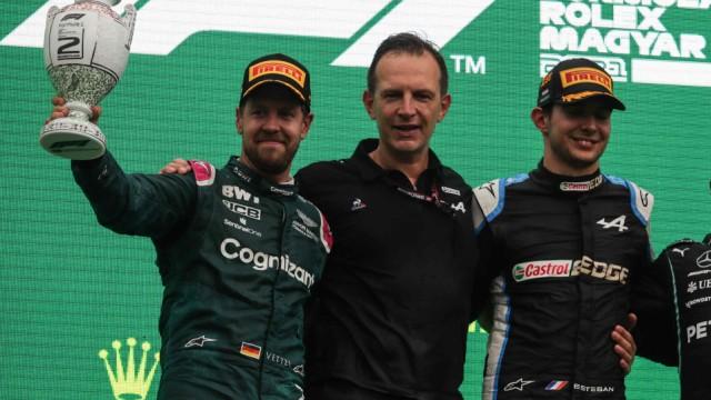Großer Preis von Ungarn: Der Unfall führt zu einem ungewöhnlichen Podium: mit dem Zweitplatzierten Sebastian Vettel (links) und Sieger Esteban Ocon (rechts).