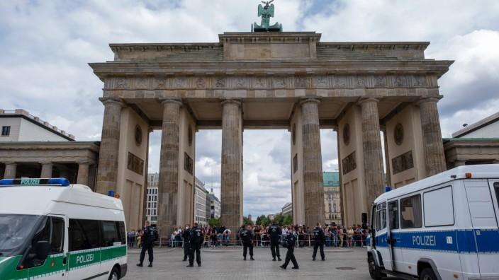 Eine fuer diesen Sonntag (01.08.2021) angemeldete Grossdemonstration von Gegnern der Corona-Massnahmen in Berlin war zwa