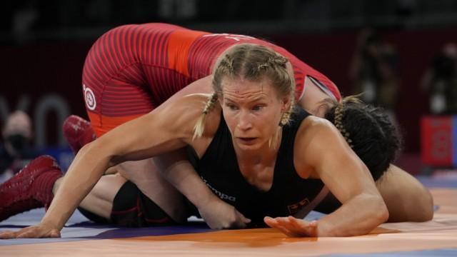 Gold im Ringen: Am Ende muss Aline Rotter-Focken zittern und ihren Vorsprung gegen Adeline Gray verteidigen.