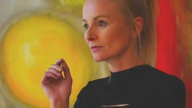 Theater: Studienrätin Anna Funk spielt als Regisseurin auch selbst mit: als Mephisto.